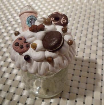 Pot-verre-chocolat-avec-chantilly-qui-tombe